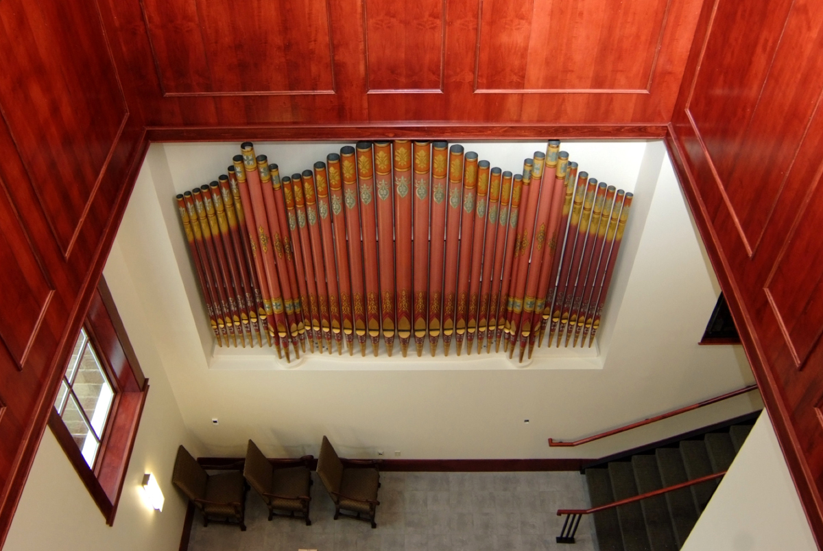 Entrance, wood paneling and organ pipes